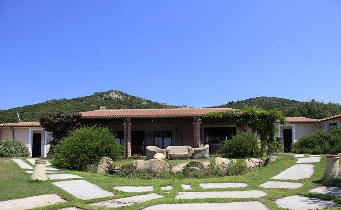 familienfreundliches Hotel auf Sardinien mit eigenem Golfplatz und Pool