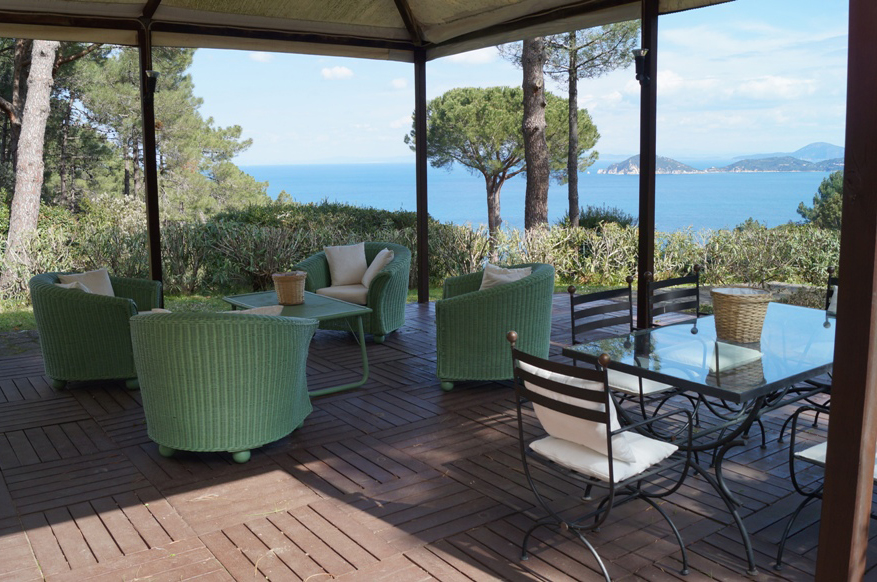 villa orizzontino ferienhaus auf elba. Black Bedroom Furniture Sets. Home Design Ideas