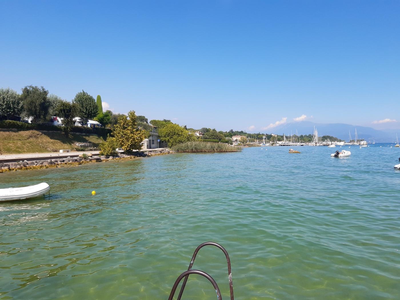 Moniga , Steinstrand am Gardasee
