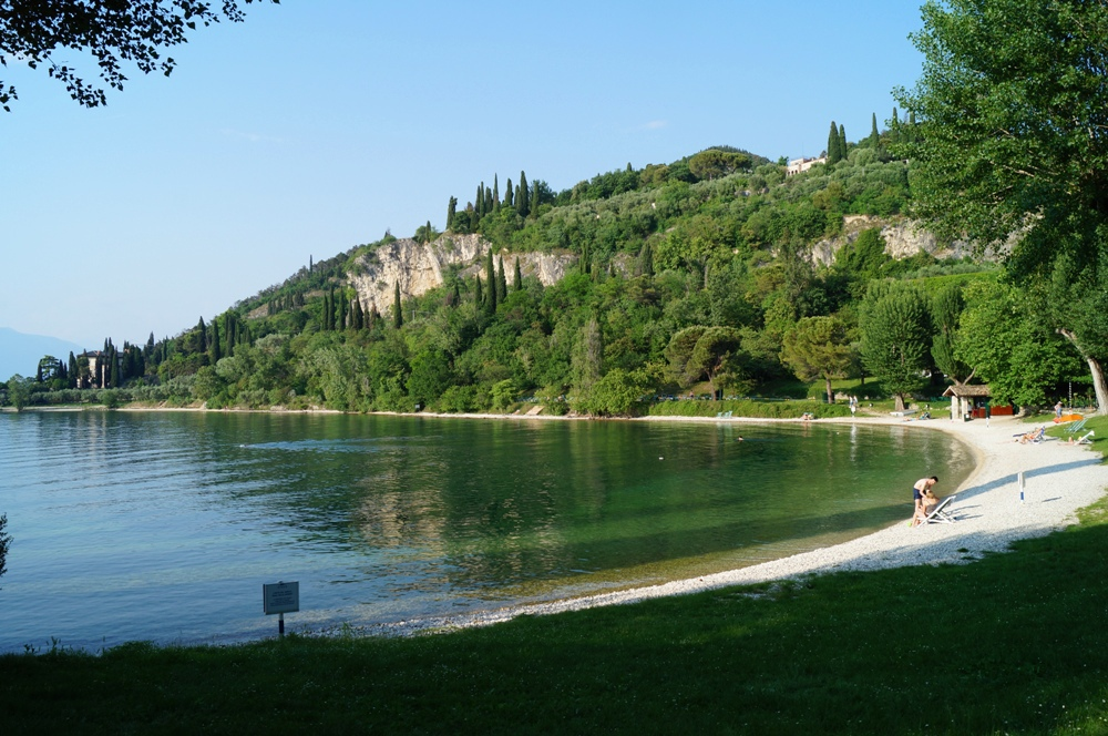 Baia Delle Sirene, Steinstrand am Gardasee