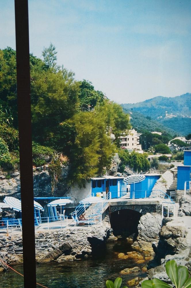 Nervi, felsiger Strand in Ligurien
