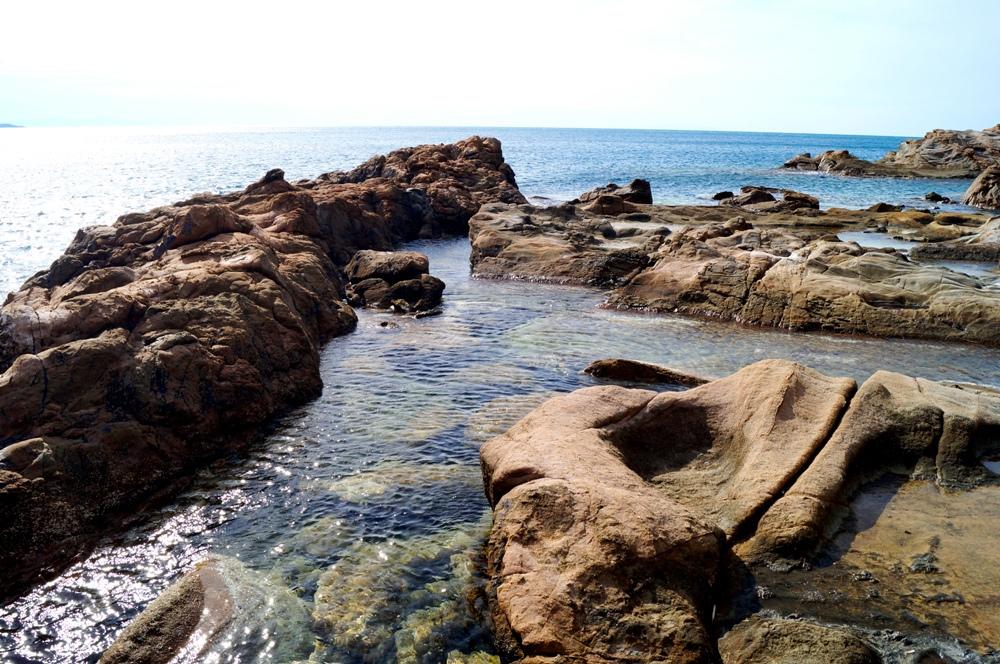 Calignaia, felsiger Strand in der Toskana
